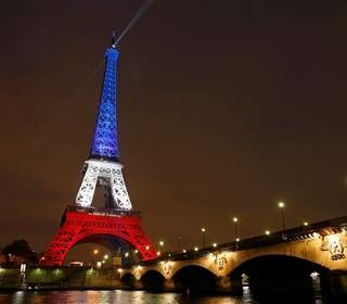 eiffel-tower-red-white-blue